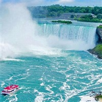 Niagara Falls Summer Escape